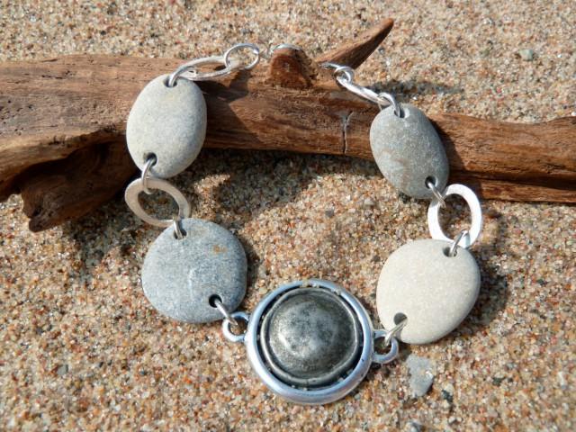 Armband mit Kieselsteinen und mehr…