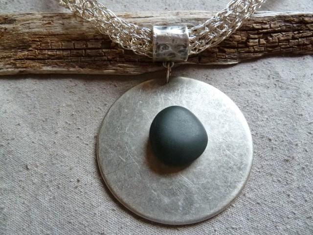 Stricklieselkette mit Knopf und Stein